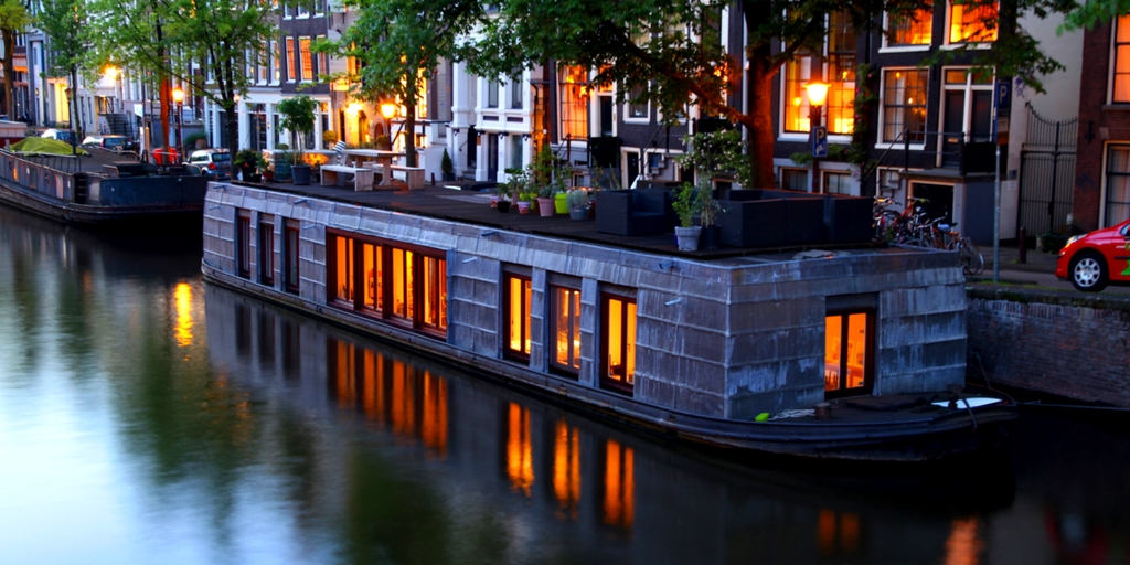 luxus hausboot in amsterdam 3 tage mit wlan 123. Black Bedroom Furniture Sets. Home Design Ideas